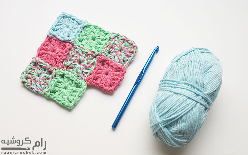Attach the squares together as you go - Raam Crochet